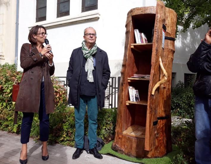 Une armoire à livres réalisée par les personnes sans-abris du Bois de Vincennes